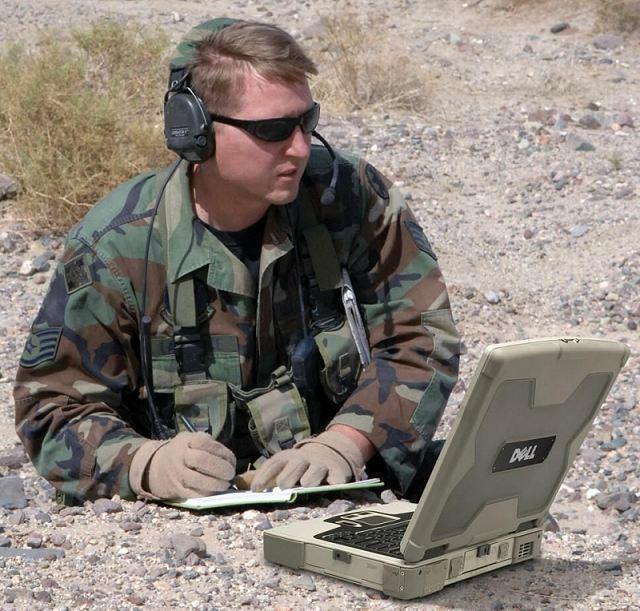 Soldado chateando