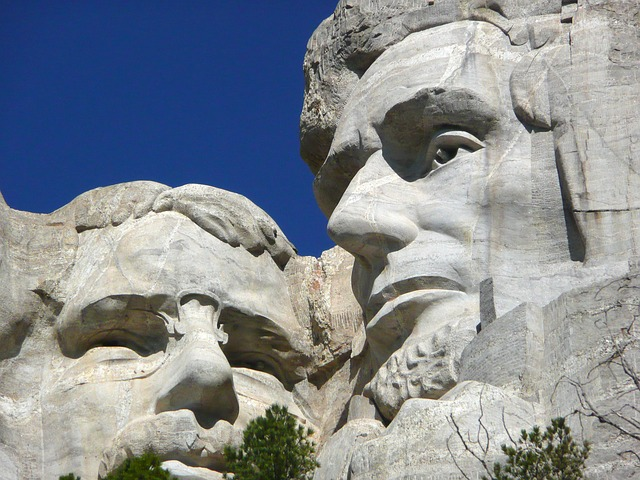 mount-rushmore-national-monument-55481 640